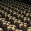 Produkcja ciastek w stylu szachownica
